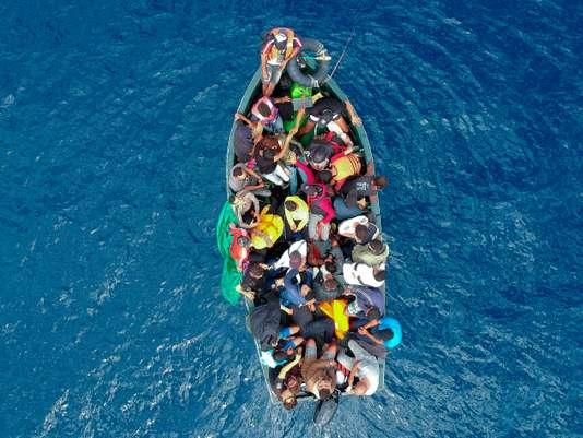 صورة للمهاجرين في البحر