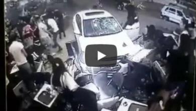 """صورة """"لحظات رعب"""".. سيارة اقتحمت مقهىً تركياً. شاهد"""