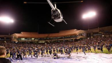 Photo of طائرة ترمي جمهور مباراة في أميركا بالنقود