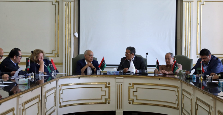 اجتماع غسان سلامة مع عمداء طرابلس الكبرى في مبنى بلدية طرابلس المركز