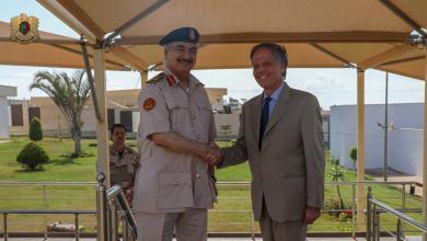 وزير خارجية إيطاليا إنزو مورافو ميلانيزي و قائد الجيش الوطني المشير خليفة حفتر
