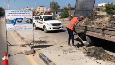 حملة لتنظيف غرف تصريف مياه الأمطار في طرابلس