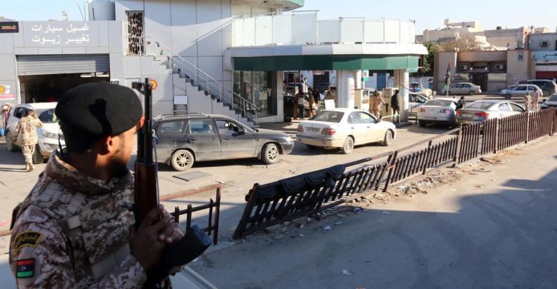 أزمة الوقود بأحدي محطات البنزين في طرابلس