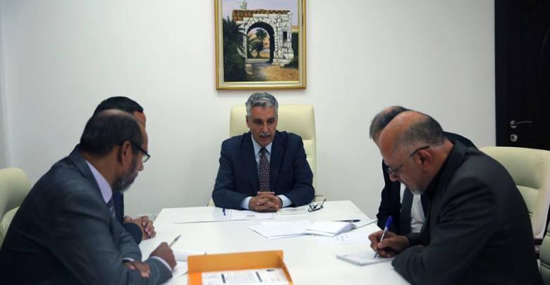 أمين عام مجلس الوزراء بحكومة الوفاق، الطاهر عامر، ورئيس اللجنة الوطنية لسلامة الغذاء، عبد الوهاب كمون