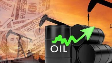 Photo of أسعار النفط تتراجع متأثرة بارتفاع المخزونات الأمريكية