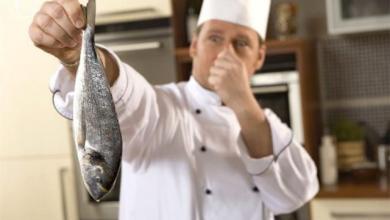 Photo of أفضل طريقة لإزالة رائحة السمك