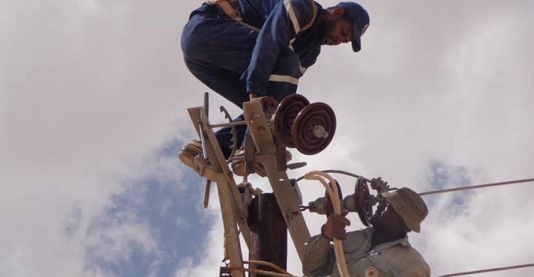 كوادر الشركة العامة للكهرباء - صيانة لإعادة الكهرابء لتاورغاء