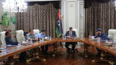 وزير الداخلية يبحث مع مديري الأجهزة الأمنية آلية التنسيق الأمني بين الوحدات الأمنية