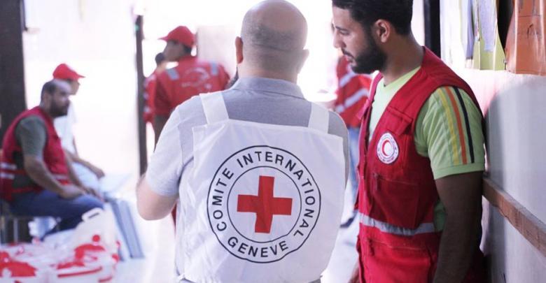 الدولية للصليب الأحمر والهلال الأحمر الليبي يساعدون نازحي درنة