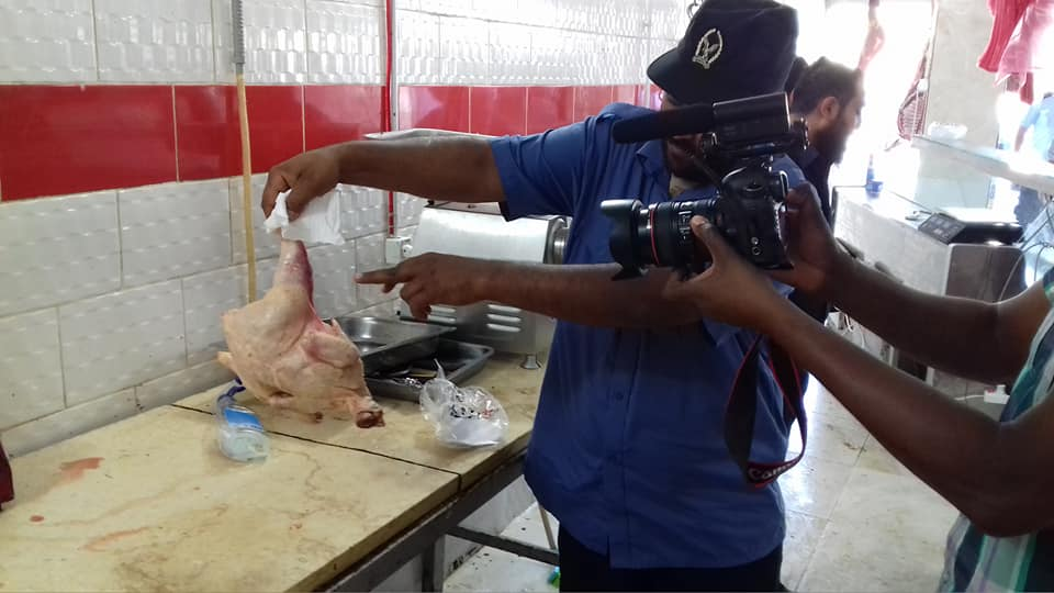 """ضبط لحوم متعفنة وعمال يشتبه بإصابتهم بـ""""الإيدز"""" في مدينة طرابلس"""