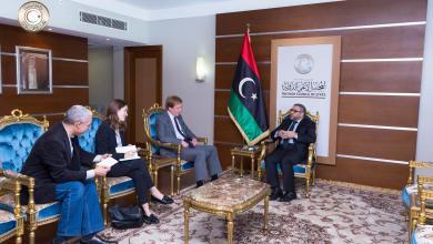 صورة السفير البريطاني يلتقي المشري في طرابلس