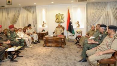 صورة حفتر يوجه بتجهيز جميع الوحدات المسلحة