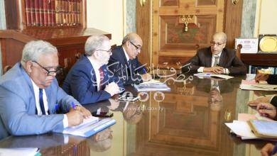 لقاء الصديق الكبير ومصطفى صنع الله بحضور أعضاء من المجلس الإداري وبعض مديري المصارف