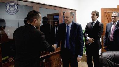 وكيل وزارة الداخلية لشؤون الهجرة محمد الشيباني مع سفير الاتحاد الأوروبي لدى ليبيا