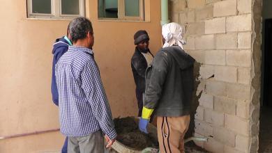 أعمال صيانة جدران مبنى مستشفى تيجي