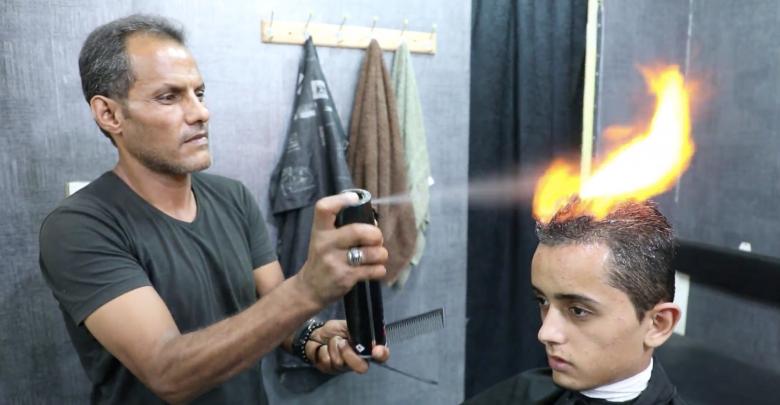 الحلاقة بالنار في مدينة بنغازي