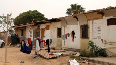 Photo of سرت.. عائلات تستقبل الشتاء تحت أكوام الصفيح