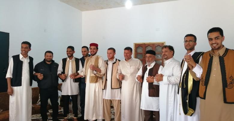صورة ليست مجرّد حكاية: شاعر ليبيا يلتقي رفاقه في زليتن