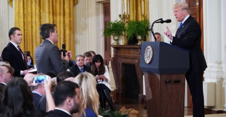 الرئيس ترامب خلال مؤتمر صحافي تخلله سجال مع مراسل شبكة سي أن أن جيم أكوستا