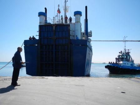 السفينة نيفين على رصيف ميناء مصراتة