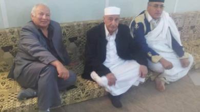 المستشار عقيلة صالح مع أعضاء اللجنة التحضيرية للملتقى الوطني العام والجامع