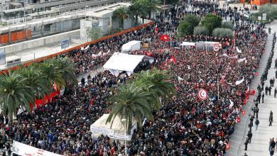 Photo of إضرابات عُمّالية تُشعل تونس.. وحكومةالشاهد في مأزق