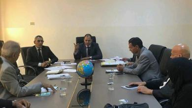 اجتماع عثمان عبدالجليل مع اللجنة المكلفة لإعداد برنامج تقييم الاحتياجات التدريبية للمعلمين