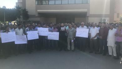 Photo of موظفو جامعة مصراتة.. احتجاج وتلويح بتصعيد