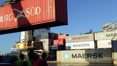 Photo of وصول شحنات سيارات وسلع إلى ميناء الخمس