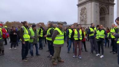 Photo of احتجاجات فرنسا تتصاعد.. وماكرون يتمسك بإصلاحاته
