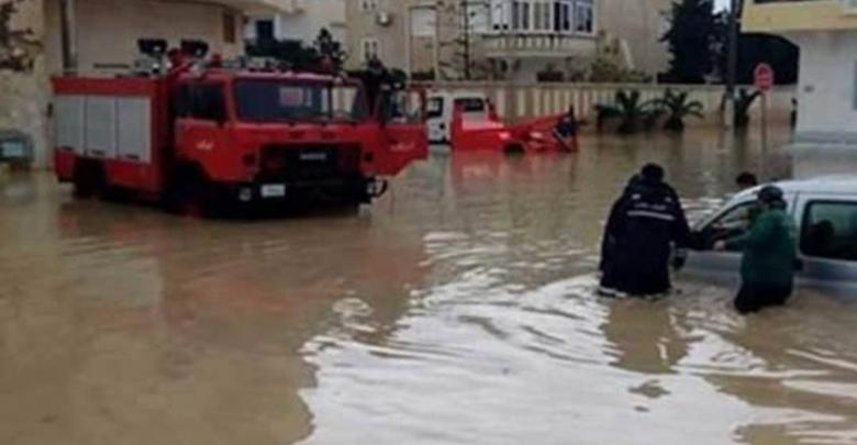 إنقاذ عائلات حاصرتها الأمطار في بنغازي