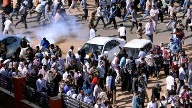 Photo of محتجون يغلقون شارعا قرب القصر الرئاسي السوداني