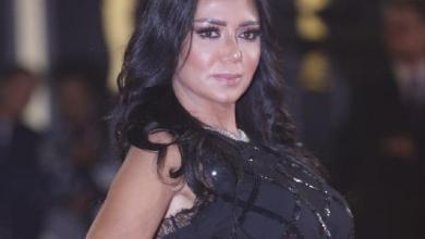 Photo of بعد إثارتها الجدل.. فستان فنانة مصرية يقودها للمحاكمة