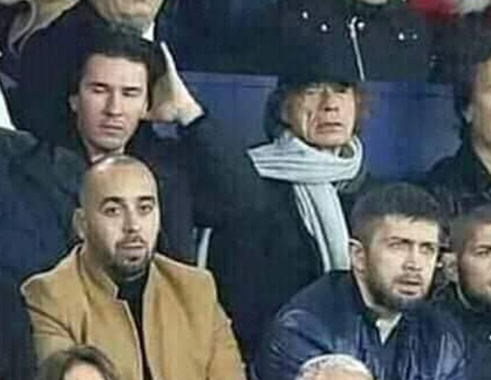 شبيه معمر القذافي في مبارة ليفربول وباريس سان جيرمان