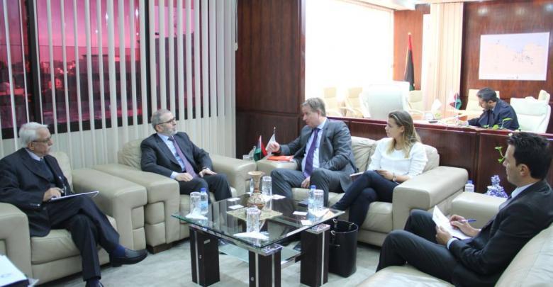 اجتماع مصطفى صنع الله مع السفير الهولندي لدى ليبيا لارس تومرز