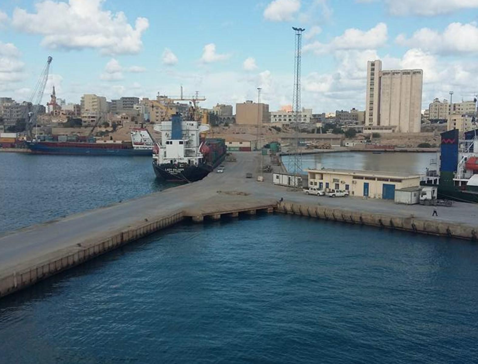 ميناء طبرق البحري