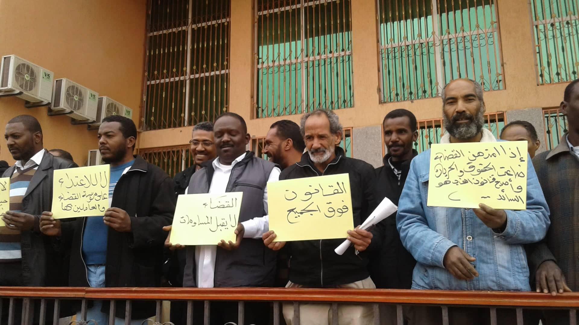 وقفة احتجاجية بعد الإفراج عن رئيس محكمة سبها