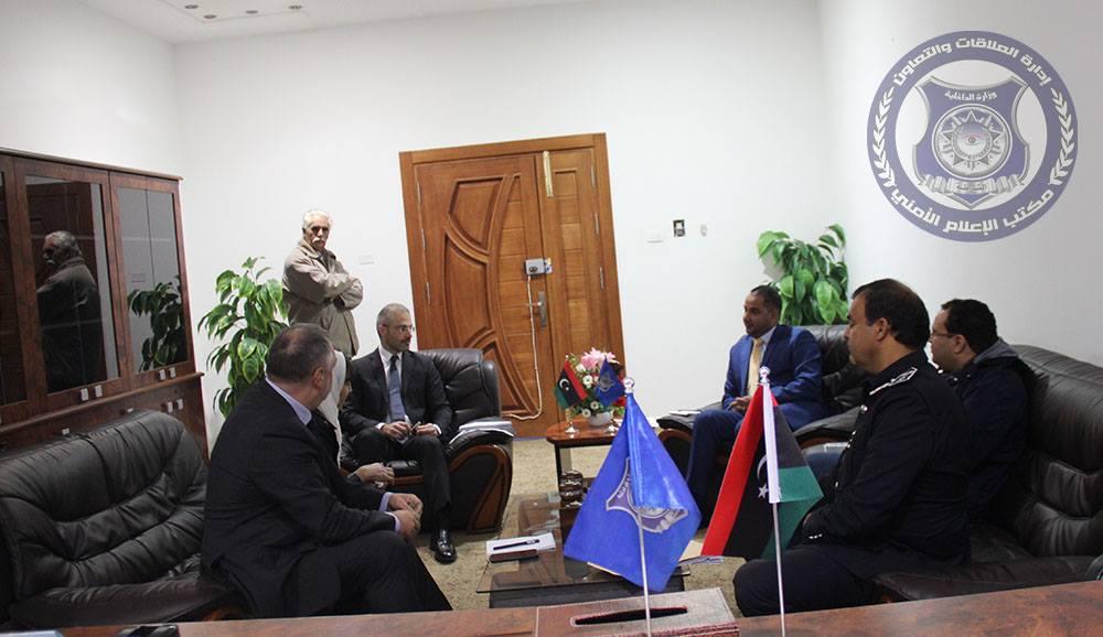 وكيل وزارة الداخلية لشؤون الهجرة غير القانونية بحكومة الوفاق محمد الشيباني - القائم بأعمال السفارة الإيطالية في ليبيا نيكولا اورلاندو