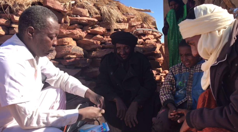 الخير أحمد ،ممرض يجوب صحارى أكاكوس لعلاج أهل تادرارت