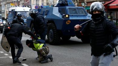 "Photo of ""السترات الصفراء"" يطالبون بإسقاط ماكرون"