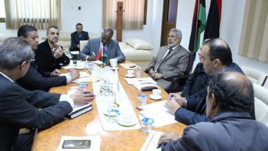 وزير العمل والتأهيل في حكومة الوفاق في اجتماع مع مدراء الإدارات - صورة أرشيفية