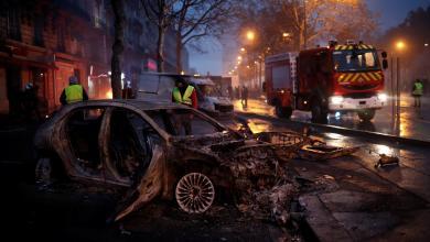 صورة الاحتجاجات تخنق باريس.. وبحث فرض حالة الطوارئ