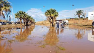 أمطار غزيرة تغلق الطرق في بنغازي
