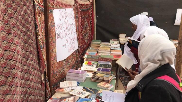 معرض الكتاب الأول في القطرون