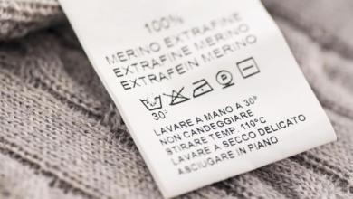 صورة شفرات الكي والغسيل.. هل تعرف معاني الرموز على ملصقات ملابسك؟