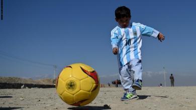 صورة ماذا حلّ بالطفل الأفغاني الذي التقاه ميسي؟