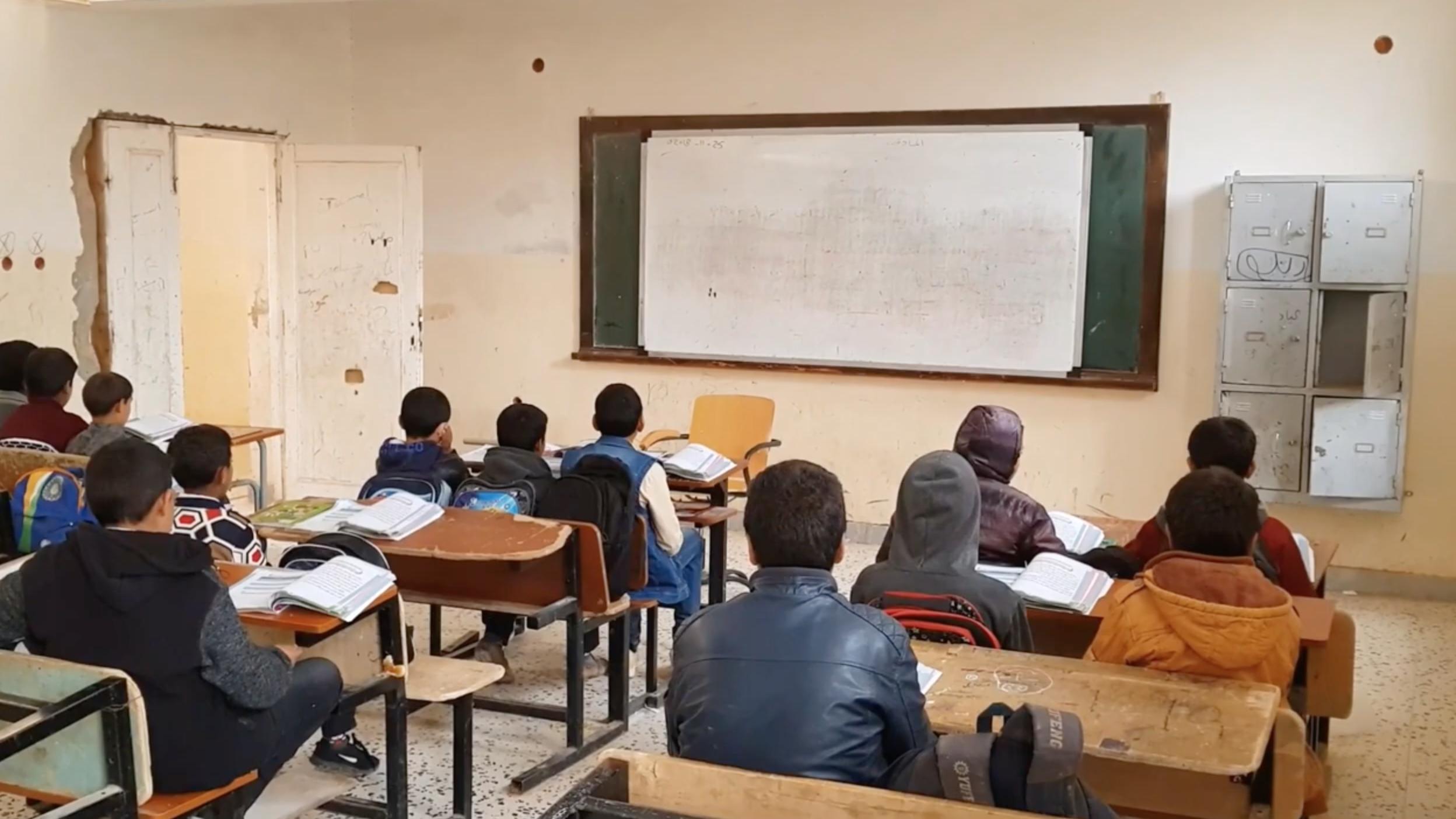 مدرسة في باطن الجبل - ارشيفية