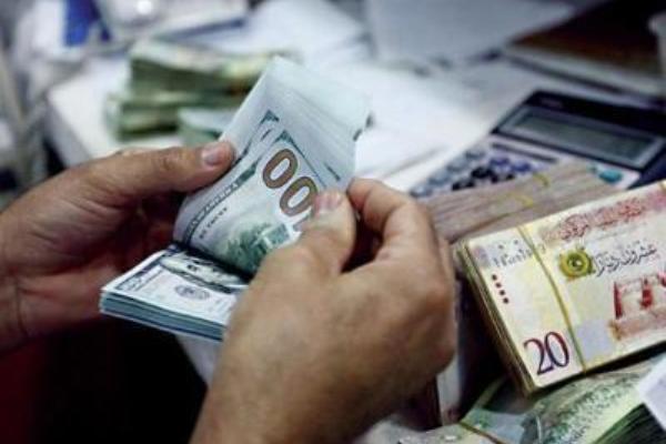 انخفاض العملات الأجنبية أمام الدينار الليبي - أرشيفية