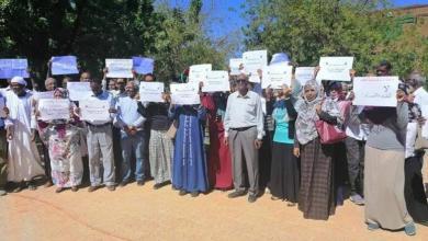 صورة أساتذة جامعة الخرطوم ينضمون للاحتجاجات