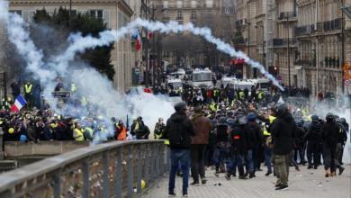 """Photo of """"السترات الصفراء"""" تشتبك مع الشرطة الفرنسية"""